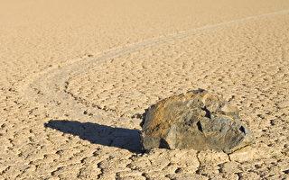 """美死亡谷石头""""会走路"""" 谜底或远超想像"""