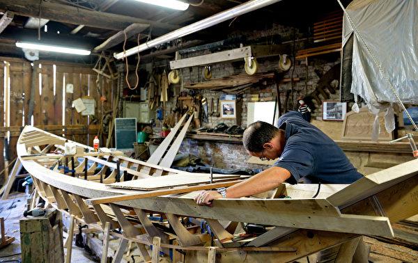 威尼斯制造贡朵拉工厂。(TIZIANA FABI/AFP)