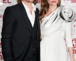 布拉德·皮特(Brad Pitt)和安吉丽娜·朱莉(Angelina Jolie)2012年于巴黎。(Francois Durand/Getty Images)