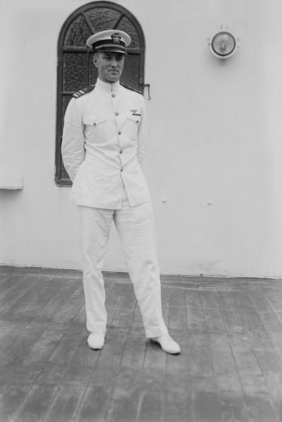 曾是美国海军少将的拜尔德(Richard Evelyn Byrd),他的日记记载他曾于1947年2月率领一支探险队,从北极进入地球内部,并发现了一个庞大基地和地面上已绝种的动植物,在这个基地里还居住着拥有高科技的地心人。(维基百科公共领域)