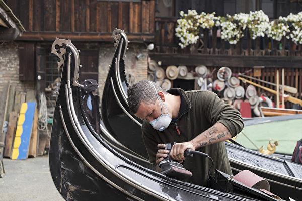 威尼斯制造贡朵拉工厂。(Marco Secchi/Getty Images)