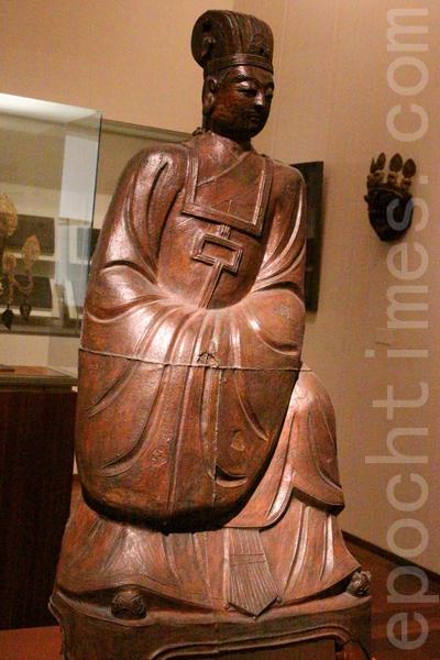 明朝正德十二年中国山西铁铸阎王像(第六尊者)。(吴沃/大纪元)