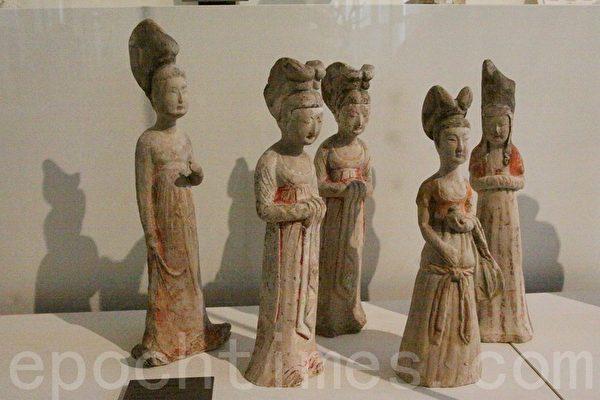 唐朝七世纪的彩绘陶妇女俑。(吴沃/大纪元)