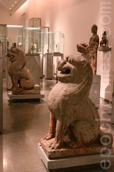 狮子雕塑。(吴沃/大纪元)