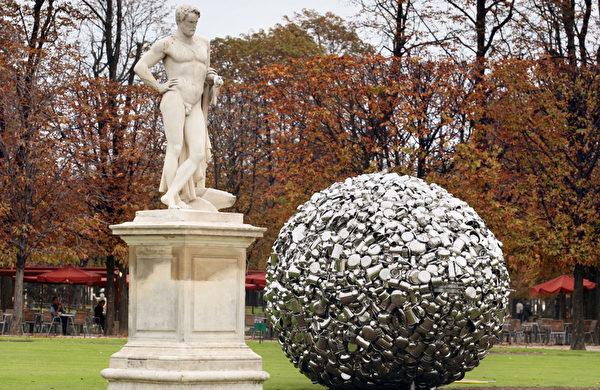 杜乐丽花园里展示的雕刻与艺术品(FRANCOIS GUILLOT/AFP)