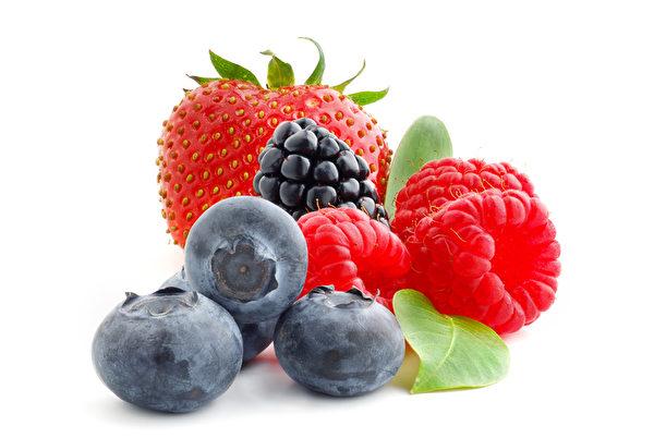 蓝莓、黑莓、草莓。(Fotolia)