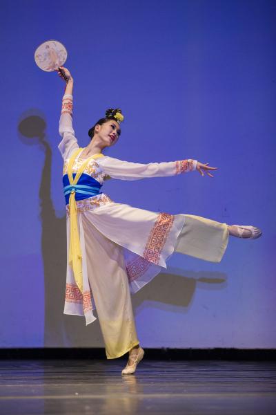 少年女子组金奖林孝纮,她表演的剧目是《在水一方》。(爱德华/大纪元)
