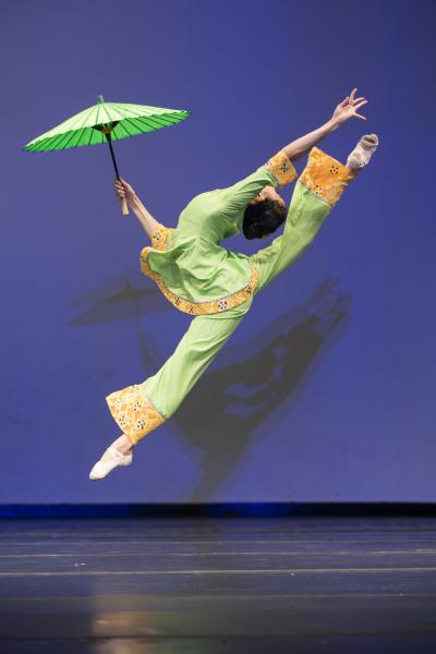 青年女子组金奖Melody Qin,她表演的剧目是《秋水伊人》。(爱德华/大纪元)