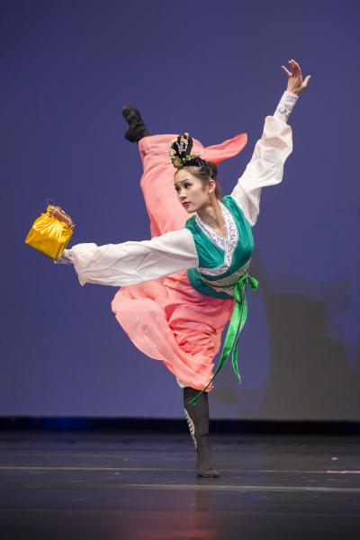 青年女子组金奖Angelia Wang,她表演的剧目是《穆桂英挂帅》。(爱德华/大纪元)