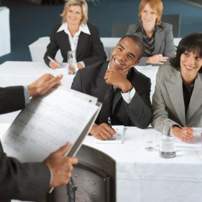 倾听是一位成功的管理者所应具备的重要特质,职场上成功的沟通取决于成功的倾听者。(Fotolia)