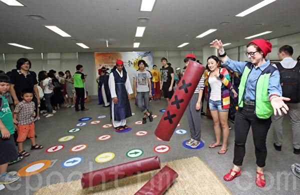 2014年9月2日,韓國首爾舉辦移居民中秋慶典,以韓國傳統的民俗慶典方式迎接中秋節。(全宇/大紀元)