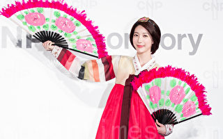 Dream Girls成员宋米秦8月2日穿上韩服于台北出席保养品记者会,展现古典美人气质。(陈柏州/大纪元)