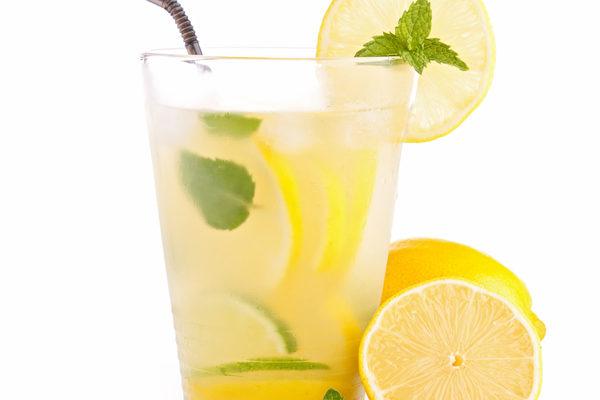 檸檬汁可以美容又健身(Fotolia)
