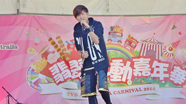 颜永烈在澳洲慈善嘉年华现场演唱《无乐不作》。(联意制作提供)