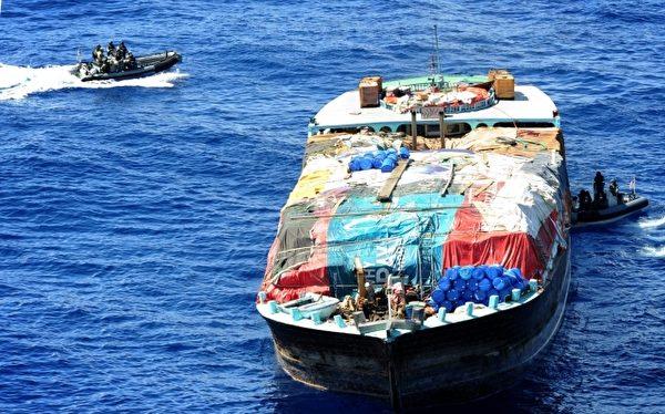 卫福部食药署统计近3年的滥用毒品排行榜,海洛因排名第一。图为船只上走私的海洛因。(AFP)
