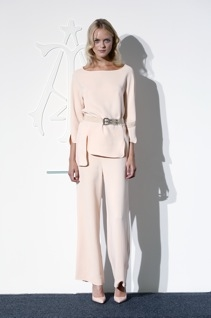 2014年8月哥本哈根时装周,模特展示Fonnesbech时装。 (AFP PHOTO / SCANPIX DENMARK / JONAS SKOVBJERG FOGH)