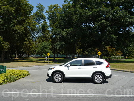 2014 Honda CR-V Touring。(摄影:夏又容/大纪元)