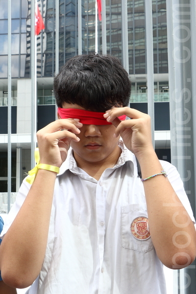学民思潮星期六(9月13日)宣布发动中学生9月26日罢课一天参加集会,抗议中共人大封杀香港真普选。(蔡雯文/大纪元)