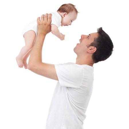 嬰兒的健康,受父親影響。(Fotolia)