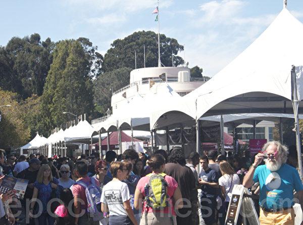旧金山巧克力节吸引了众多民众。(扬帆/大纪元)