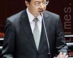 行政院长江宜桦16日表示,行政部门的相关责任归属,等风波告一段落,问题厂商该负责的刑责都起诉之后,也将一并检讨。(陈柏州 /大纪元)