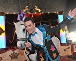 Damian Syred25岁时买下皇家马戏团(Circus Royale),成为澳洲最年轻的马戏团老板(图片由本人提供)。