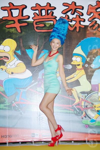 邵庭9月21日在台北扮装成《辛普森家庭》的女主人美枝。(黄宗茂/大纪元)