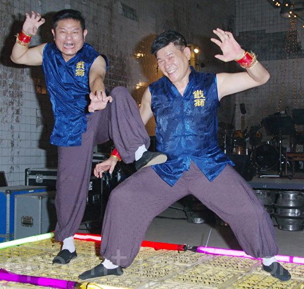 《铁狮玉玲珑2》于9月22日在台北拍片现场接受媒体探访。图为许效舜(左)、澎恰恰。(黄宗茂/大纪元)