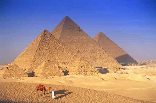 建築金字塔的巨石大小不一,重量在1.5噸至160噸之間,石塊之間磨合得非常緊密,而且這些巨石之間沒有添加任何粘合材料。(fotolia)