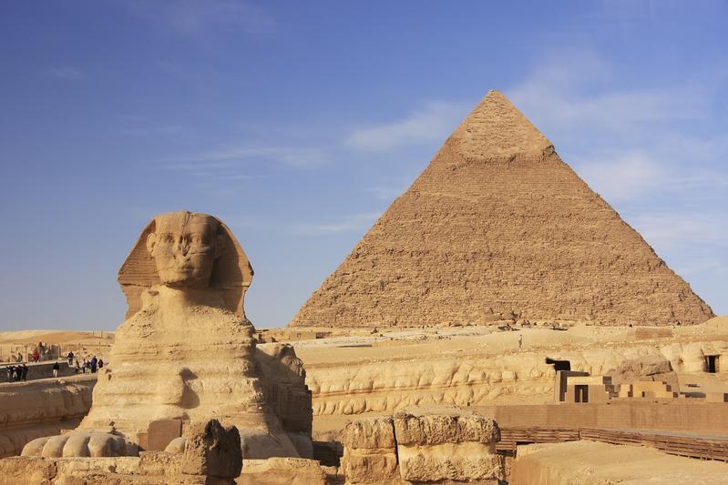 for Interior de una piramide