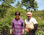 陈秀雄(右)和太太詹春银(左)每天在玛璘窟无私又快乐地付出。(黄淑贞/大纪元)
