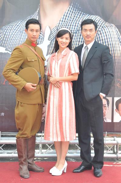 (左起)劇中演員Darran、林予晞、李沛旭亮相。(台視提供)