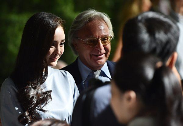 杨幂于米兰2015春夏时装周Tod's秀场。(GABRIEL BOUYS/AFP/Getty Images)