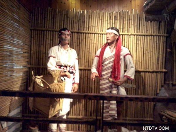 工艺展示馆展示太鲁阁族人织布、藤编技艺的作品。(新唐人)