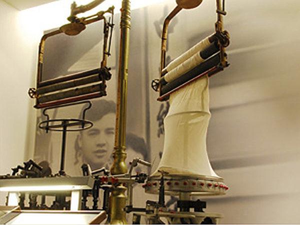 """尹仲容推动的""""代纺代织""""措施,让台湾的纺织工业不但为国人提供了物美价廉的衣裳,也为台湾赚取大量外汇,成为在亚洲仅次于日本的纺织工业大国。(台湾工业史迹馆档案照)"""