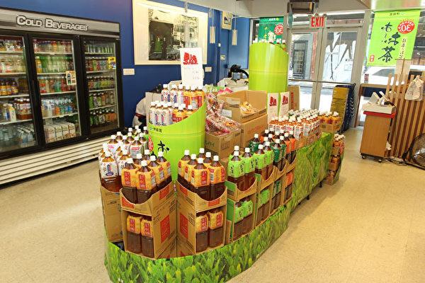 伊藤園品牌綠茶果汁。(攝影:張學慧/大紀元)