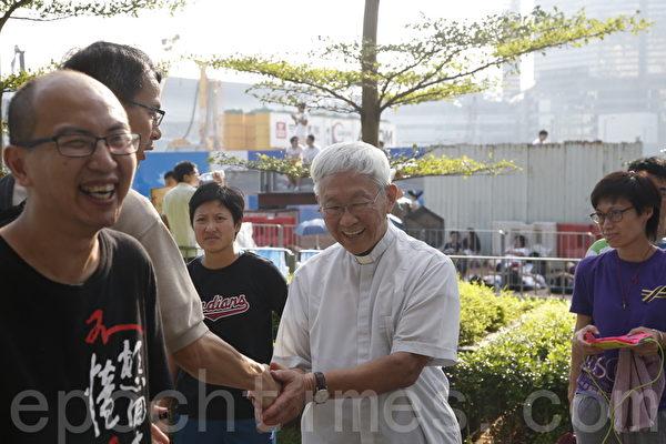 天主教香港教区荣休主教陈日君枢机对传媒表示,希望梁振英能够明白自己的责任,避免更大的失败。(潘在殊/大纪元)