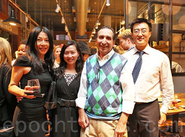 DF Mavens公司CEO Malcolm Stogo先生(右二)和主管Wei Lo女士与来宾合影。(Samira/大纪元)