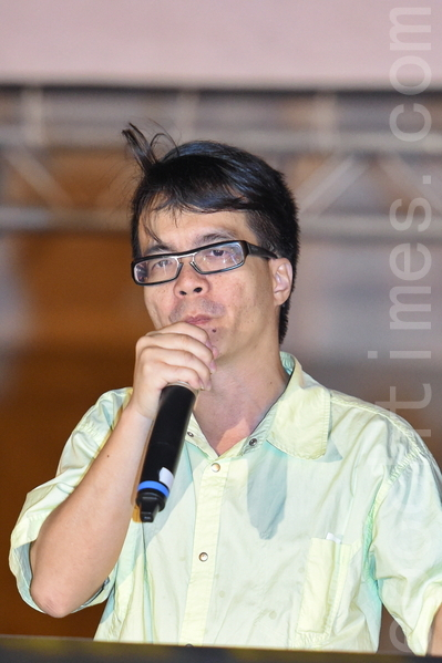 成大政治系教授梁文韜在現場聲援香港。(孫湘詒/大紀元)