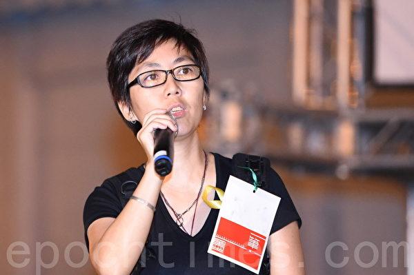 婦女參政網路主席劉家儀在現場懇請台灣民眾支持香港。(孫湘詒/大紀元)