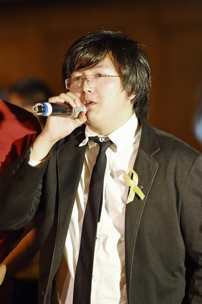 台灣學生促進中國民主化工作會總召郭豫謙 在現場懇請台灣民眾支持香港。(孫湘詒/大紀元)