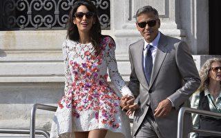 乔治•克鲁尼与新婚妻子阿迈勒大婚次日,在水城威尼斯首次公开亮相。(ANDREAS SOLARO/AFP/Getty Images)