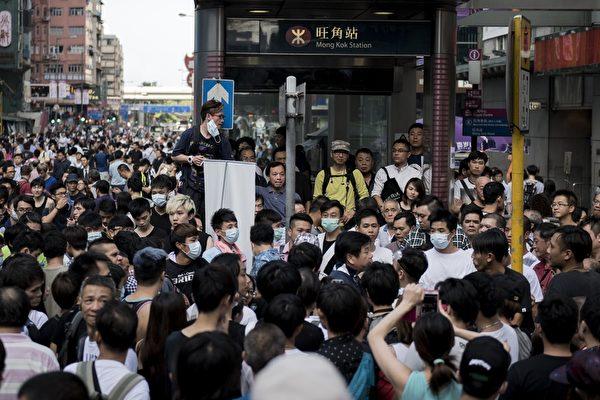2014年9月29日,香港,九龙弥敦道上聚集大批抗议的民众。(Alex Ogle/AFP/Getty Images)