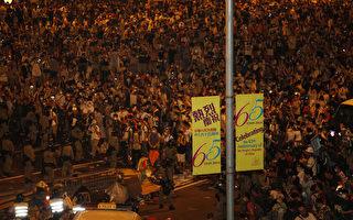 组图:占中第2天 逾10万港人示威要梁振英立即下台