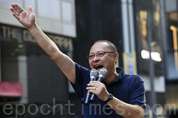 2014年9月29日,香港铜锣湾现场,戴耀庭到场打气。(余钢/大纪元)