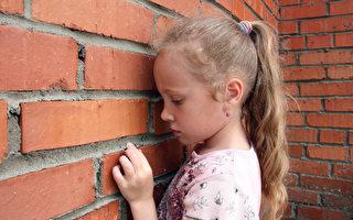 殴打侮辱,作为父母你体会到孩子的感受吗?(Fotolia)