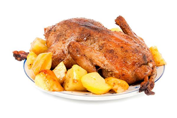 一盘土豆焗鸭(图片来源:Fotolia)
