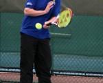 据说英国首相卡梅伦也靠减少乳制品的摄入保持身材。图为2011年10月7日,卡梅伦造访位于伦敦东南部的国家网球中心。(JULIAN SIMMONDS/AFP)
