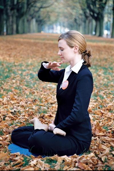 古人通过打坐,去除杂念,让自己保持纯净的心态,才能专心致志为病者诊症。(大纪元图片库)