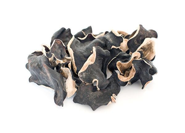 有「養生萬靈丹」與 「植物性燕窩」美稱的黑木耳已被廣泛流傳具補鈣、補鐵、防止膽固醇過高與血管硬化的養生效果。(Fotolia)